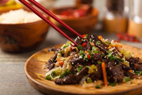 plat chinois avec de la viande